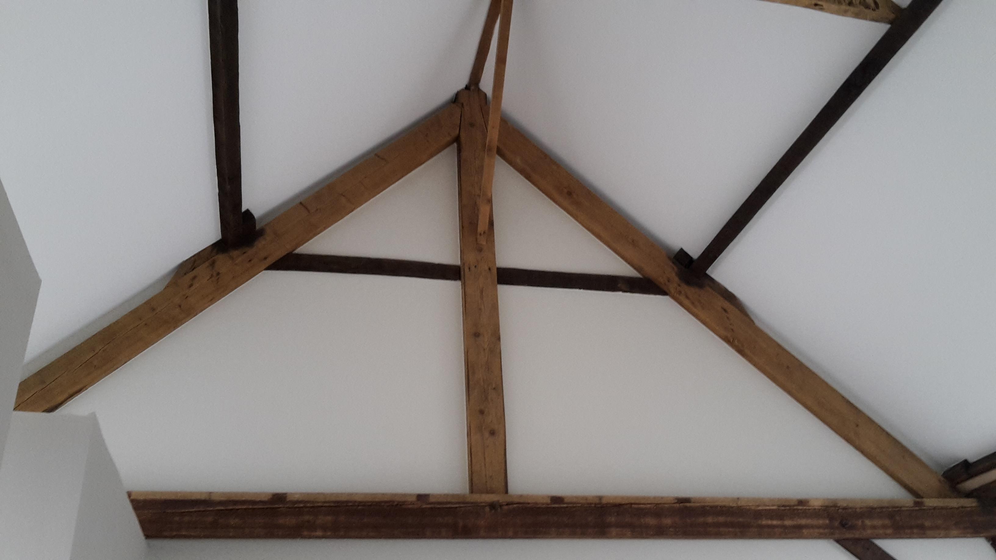 Ltschilderwerken - Slaapkamer met zichtbare balken ...